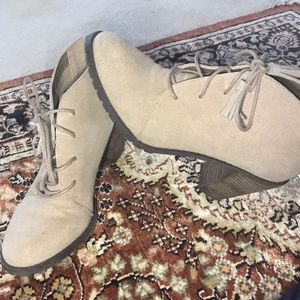 Light cream ankle boots